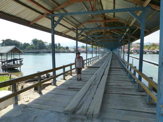 Ue Datu Cottages: Die Brücke nach Tentena
