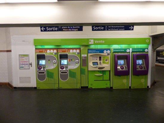 Paris Metro ticket machines - Picture of Paris Metro, Paris ...
