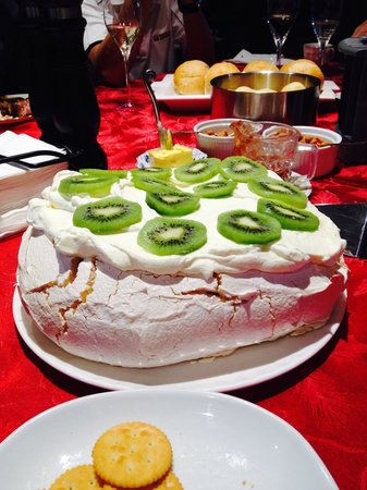 Silverstream Lodge: BEST PAVLOVA EVER :) by our lovely hosts
