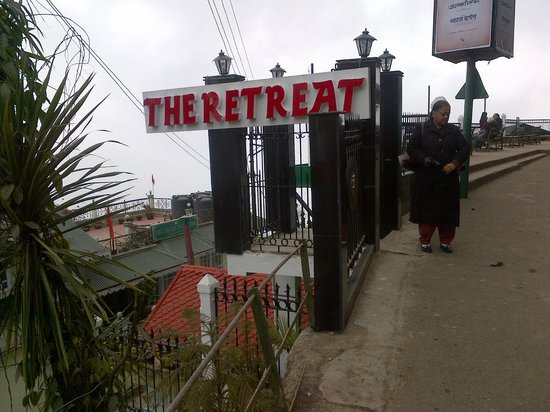 The Retreat: The entrance from the Mall