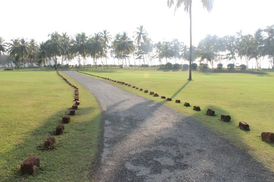 The LaLiT Golf & Spa Resort Goa: golf course walk