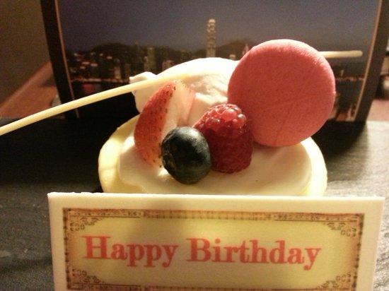 Marco Polo Hongkong Hotel : My birthday cake courtesy of the hotel
