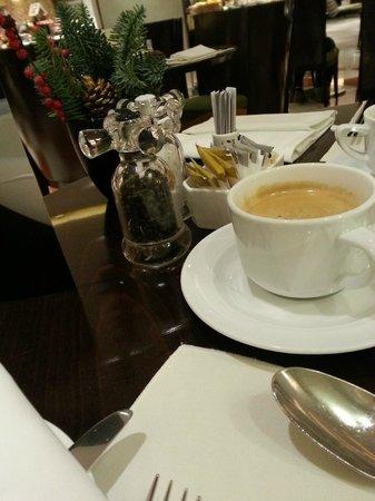 Marco Polo Hongkong Hotel : Breakfast Coffee/Condiments