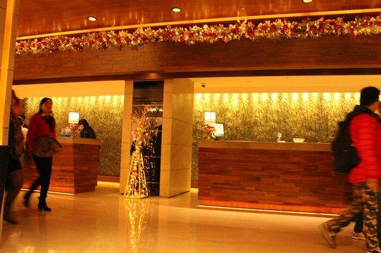 Marco Polo Hongkong Hotel: Hotel Lobby/Concierge/Reception