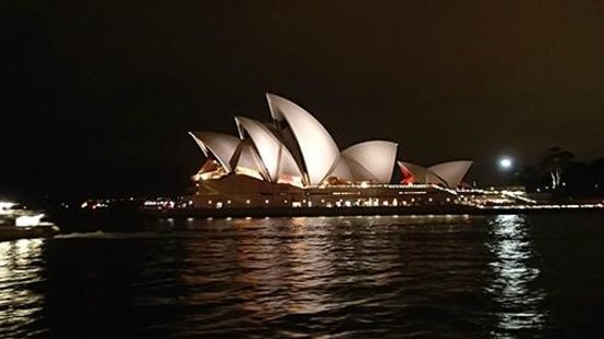 Sydney Opera House : Opera-view from the ferry