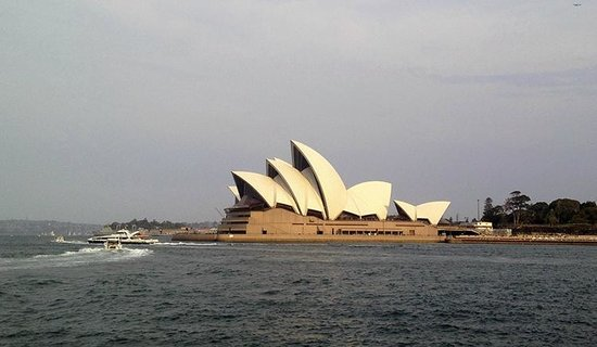 Sydney Opera House : Opera-view from the parks next to Harbour bridge