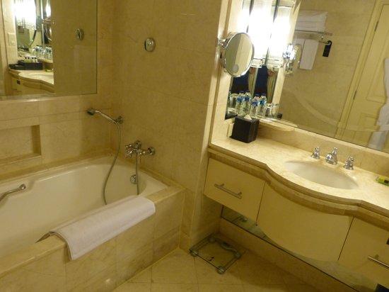 InterContinental Jakarta MidPlaza : Shower room