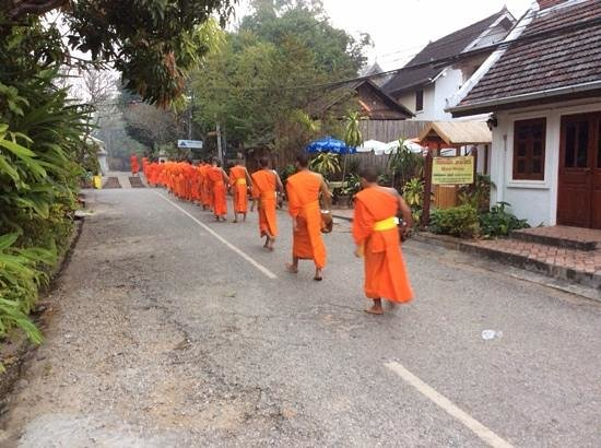Victoria Xiengthong Palace: A silent walk to the temple behind the hotel