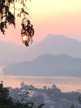 Victoria Xiengthong Palace : Sunset over Laos