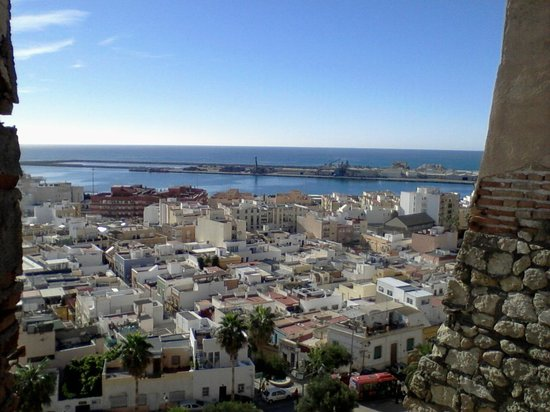 L'Alcazaba d'Almería : View from the ramparts over the port area