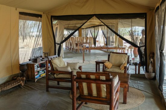 Dunia Camp, Asilia Africa : lounging/dining area