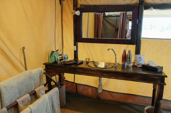 Dunia Camp, Asilia Africa : bathroom