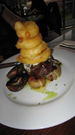 Customhouse: Rump steak with onion rings