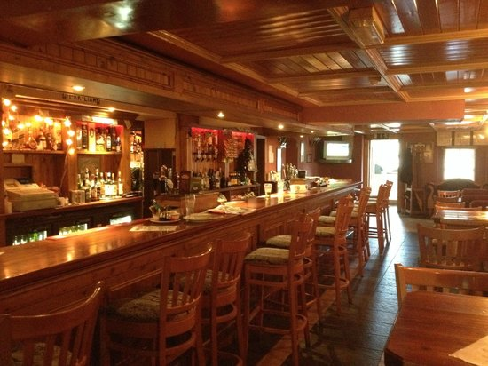 Glendine Inn: Front Lounge