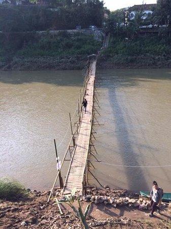 Dyen Sabai: The bamboo bridge, Luang Prabeng