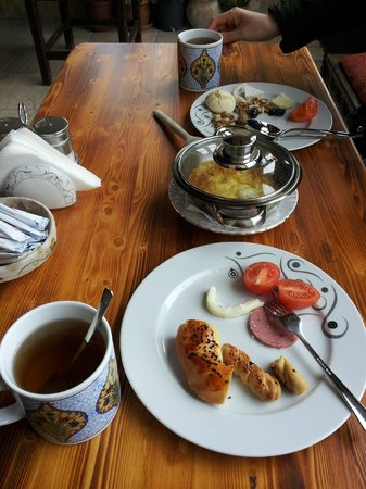 Vineyard Cave Hotel: breakfast with our own choice in Buffet
