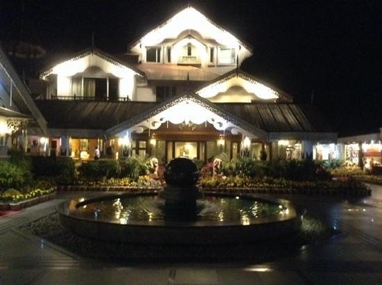 Mayfair Spa Resort & Casino: Night view