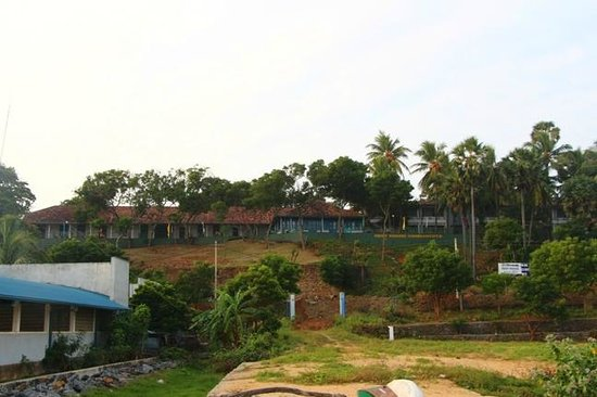 Hambantota Rest House: The Resthouse from the Fish market below