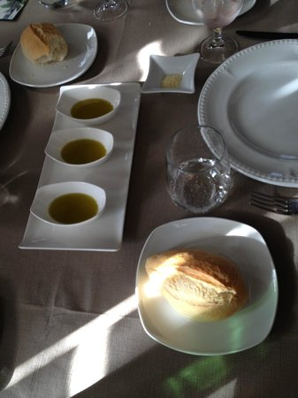 Arrieros: Bread and dipping oil to start