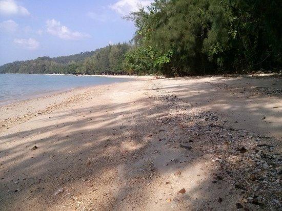 Tup Kaek Sunset Beach Resort : Het strand