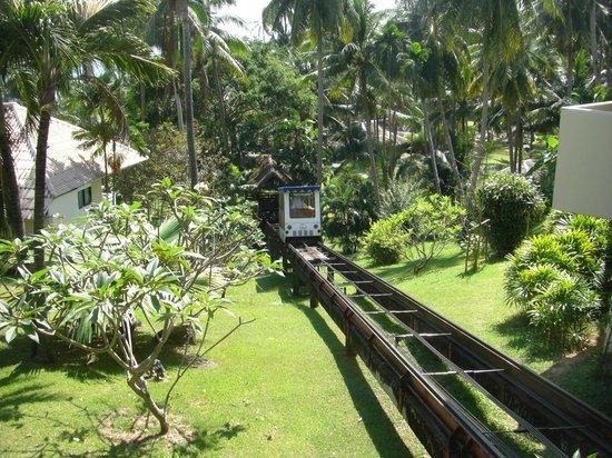 Cape Panwa Hotel: Trammetje naar het strand