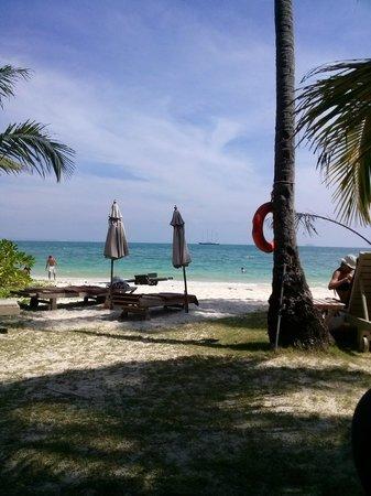 Cape Panwa Hotel: strand