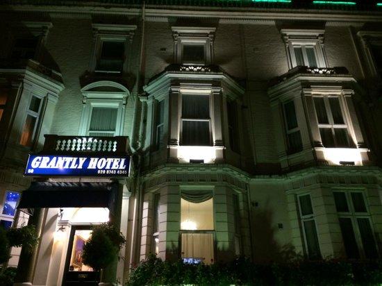 Grantly Hotel: Entrance