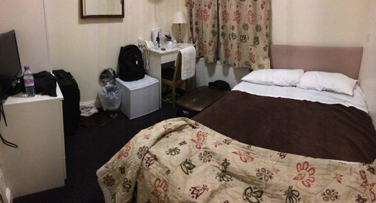 Grantly Hotel: Terrible tiny room