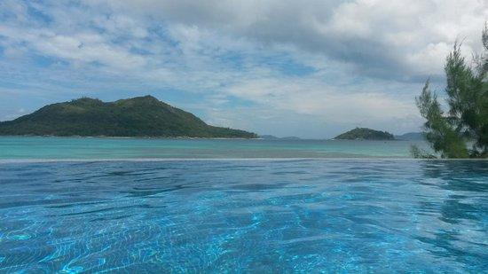 Colibri Guest House: La vista dalla piscina