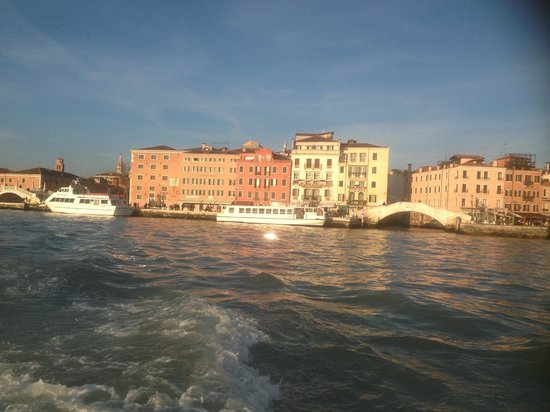 Hotel Bucintoro: view of hotel from water taxi
