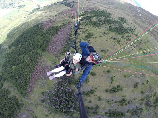 SkyTrek Tandem Hang Gliding & Paragliding: Flying with Sophie aged 5 from Holland.