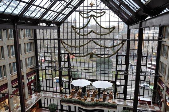 Maritim Hotel Koeln: Vestíbulo, desde planta 5ª