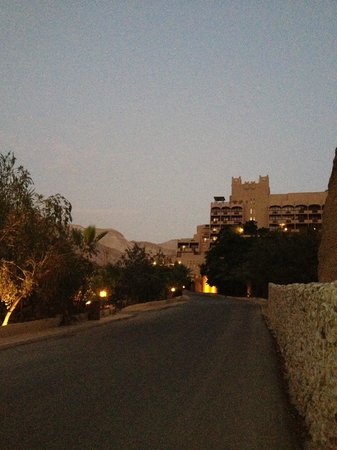Ma'In Hot Springs: hôtel au coucher du soleil