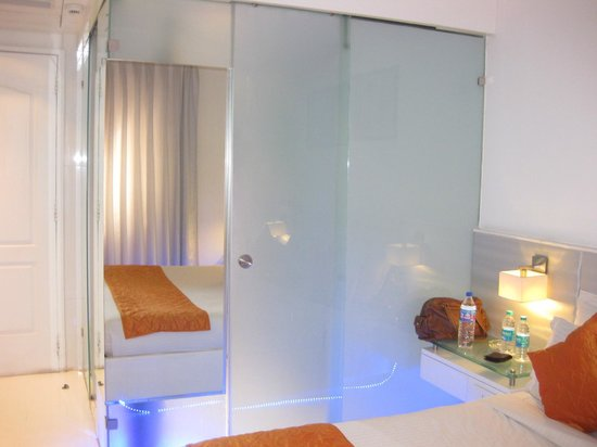Mango Hotel: Room