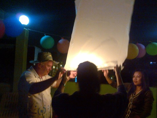 Downunder Pub: Sky lantern launch