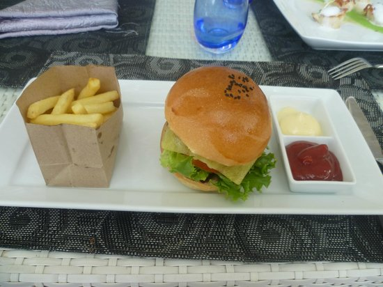 Re Ka Ta Beach Club: Buger Frites excellentes