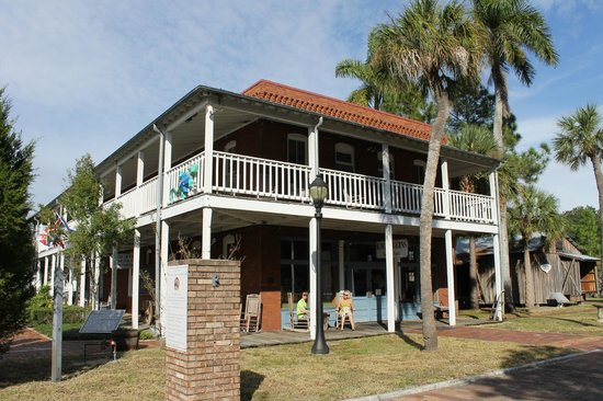 Manatee Village Historical Park : General Store