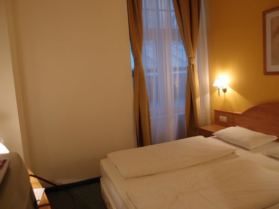 Novum Hotel Golden Park Budapest: clean and basic room