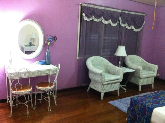 Casa Joaquin Bed and Breakfast: Purple room