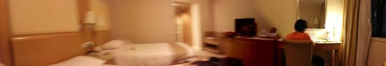 The Salisbury-YMCA of Hong Kong: Panoramic View of the Room