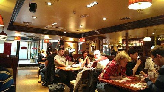 Garfunkel's Restaurant : Cosy restaraunt for breakfast