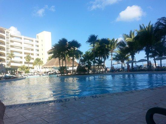The Royal Islander: the pool area