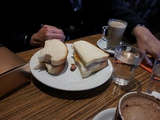 Latuske's: egg&sausage sandwich