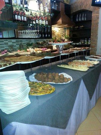 Pirandello : Ricco buffet di cucina tipica siciliana...