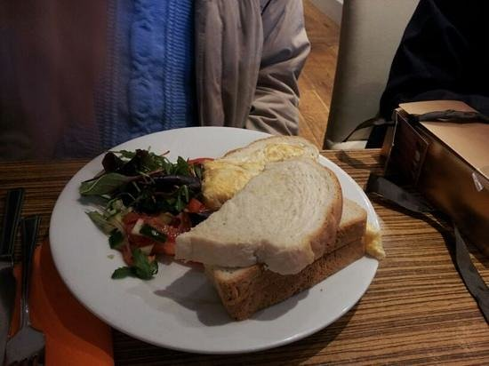 Latuske's: omelette sandwich with salad