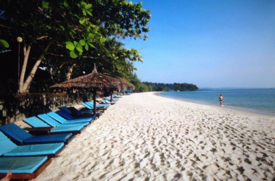 Sokha Beach Resort: Gorgeous and well looked after beach - so much better than the others