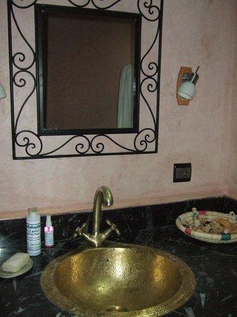 Dar Imlil : Stunning bathroom sink