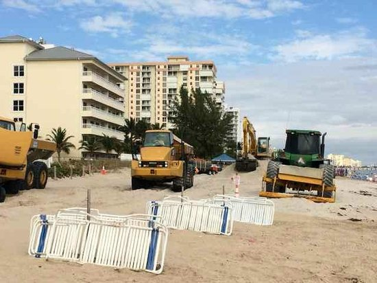 Beachcomber Resort and Villas : Extensive Construction On Beach