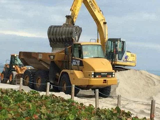 Beachcomber Resort and Villas: Extensive Construction On Beach