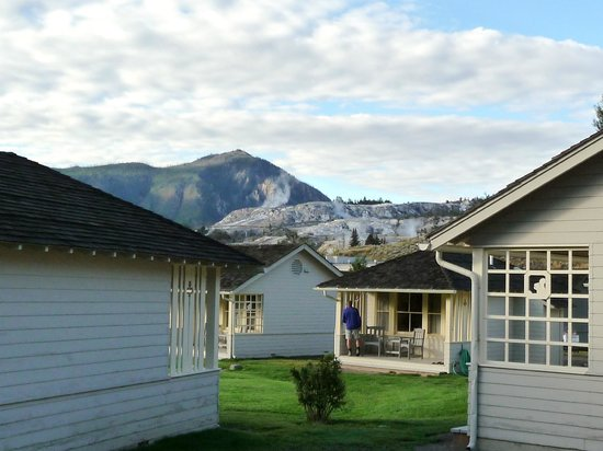 Mammoth Hot Springs Hotel & Cabins : Cabins & Ausblick